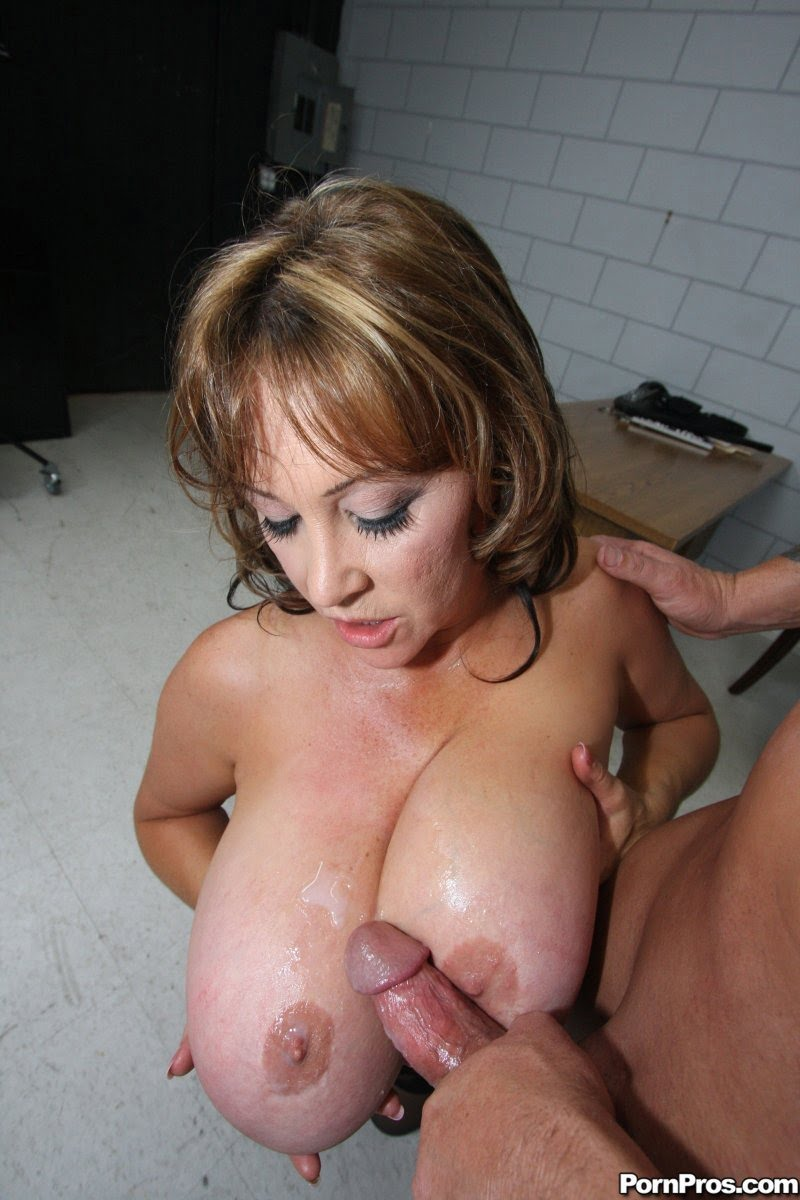 Milfs with big ass and tits porn